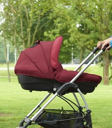 bebeconfort stroller streetynext 2015 lifestyle familywalkinginparc1