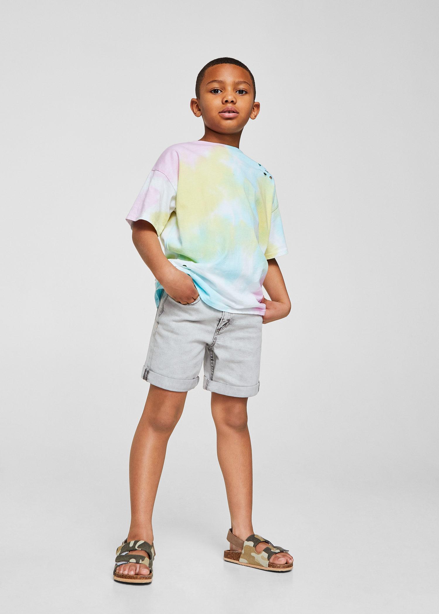bcbce26af Además de esta tendencia, esta temporada triunfan (y mucho) las camisetas  y/o sudaderas con mensaje, piezas que invitan a los niños a divertirse y a  ...