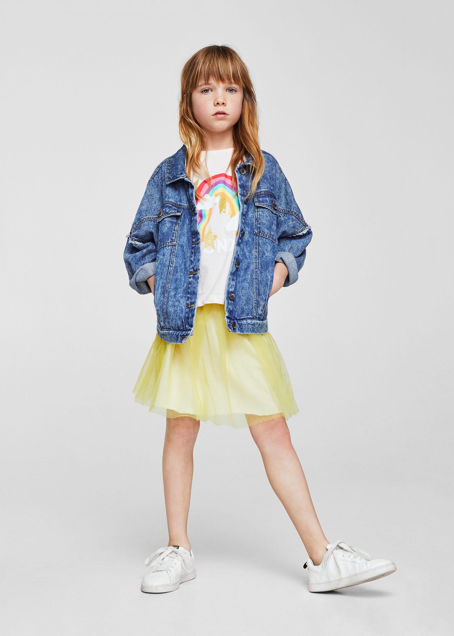 032cf440f Aunque el denim queda súper bien con absolutamente todo, si tus peques lo  combinan con unas sneakers blancas y alguna prenda en amarillo (uno de los  colores ...